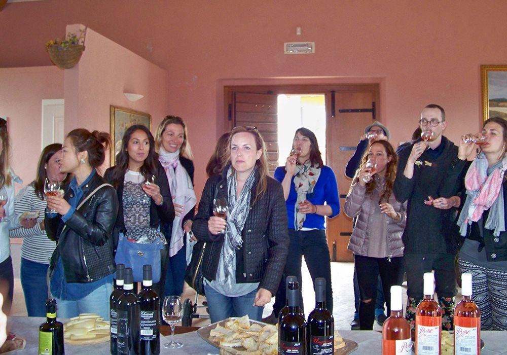 Matrimonio Cantina Toscana : Matrimonio con degustazione alle cantine ravazzi sposi e invitati